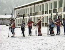 Sportunterricht der Grundschule: Wintersport