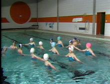 Sportunterricht der Grundschule: Schwimmen