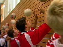 Ballübungen und Aufwärmtraining beugen Verletzungen im Sport vor