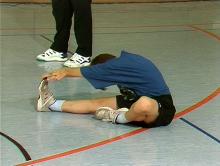 Dehnübungen: Aufwärmen vor der Leichtathletik vermeidet Verletzungen