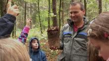 Lehrergespräch im Wald